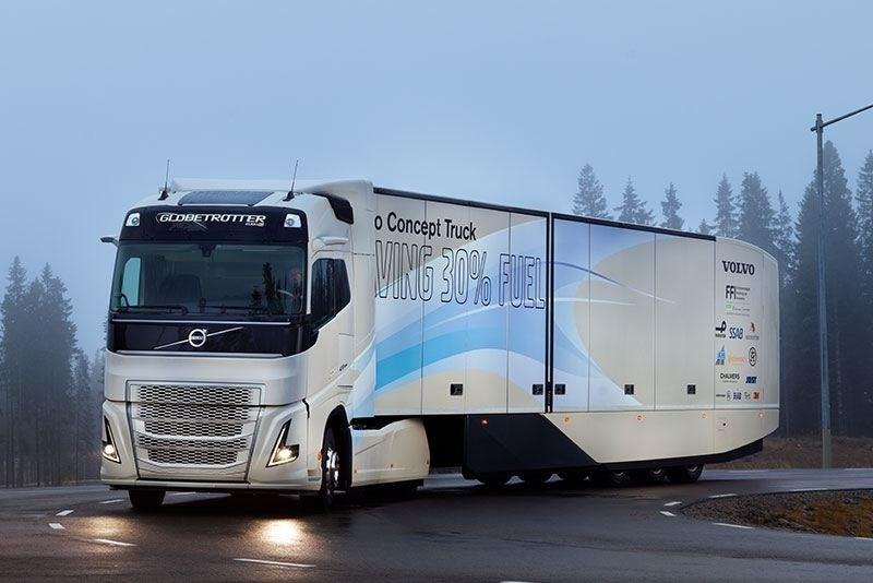 Pojazdy ostrzegają się o zagrożeniach w ruchu drogowym - pionierska współpraca Volvo Trucks i Volvo Cars